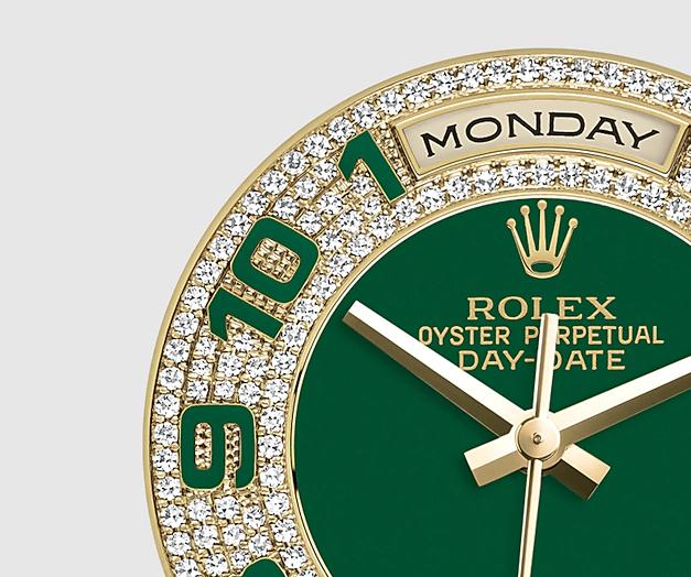 The attractive replica Rolex Day Date 118348 watches have green dials decorated with diamonds.