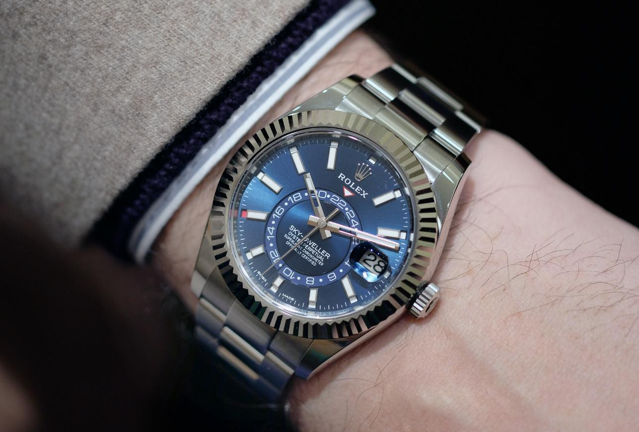 The high-level fake Rolex Sky-Dweller 326934 watches are worth for men.