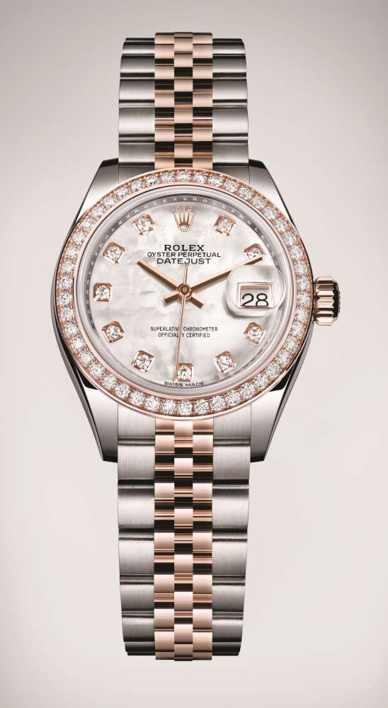 The 28 mm replica watch is designed for females.